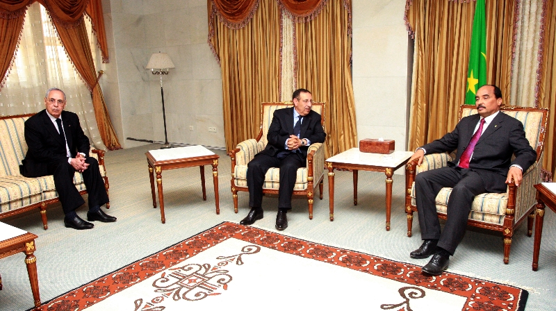 Le Président mauritanien, M. Mohamed Ould Abdel Aziz reçoit M. Amrani à Nouakchott.