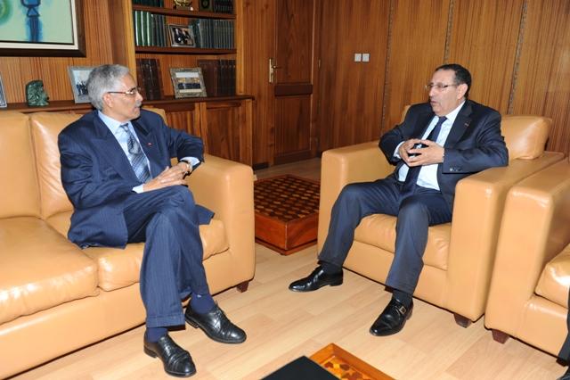 M. Amrani s\'entretient avec le Secrétaire d\'Etat tunisien chargé du monde arabe et de l\'Afrique, Abdellah Triki.