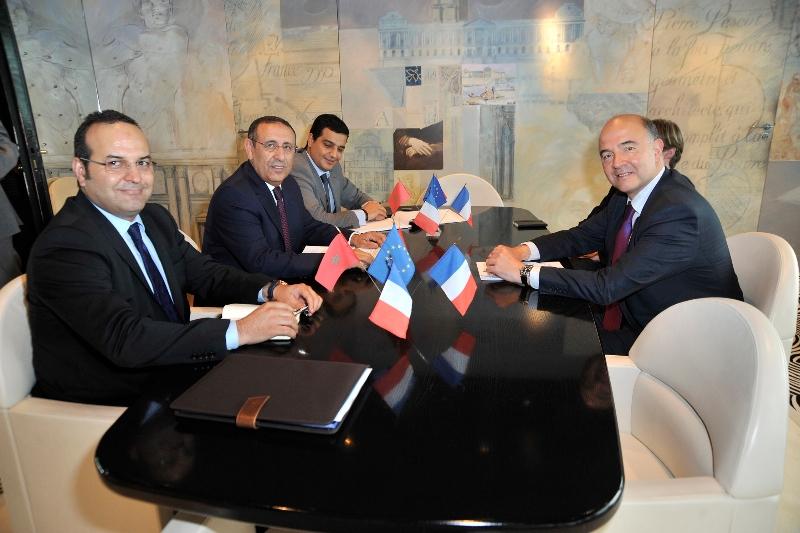 M. Amrani s\'entretient avec le Ministre Français de l'Economie et des Finances, Pierre Moscovici.