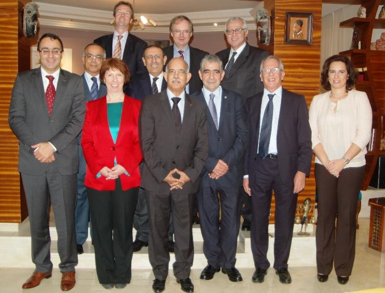 M. Amrani en compagnie de la Haute représentante de l'UE pour les affaires étrangères et la politique de sécurité, Catherine Ashton.