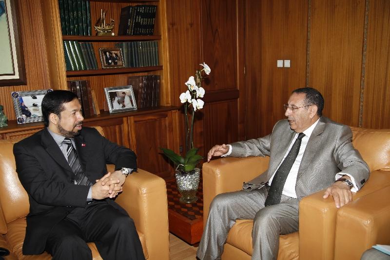 Monsieur Amrani avec le Ministre bahreïni des droits de l\'Homme, M. Salah Ali.