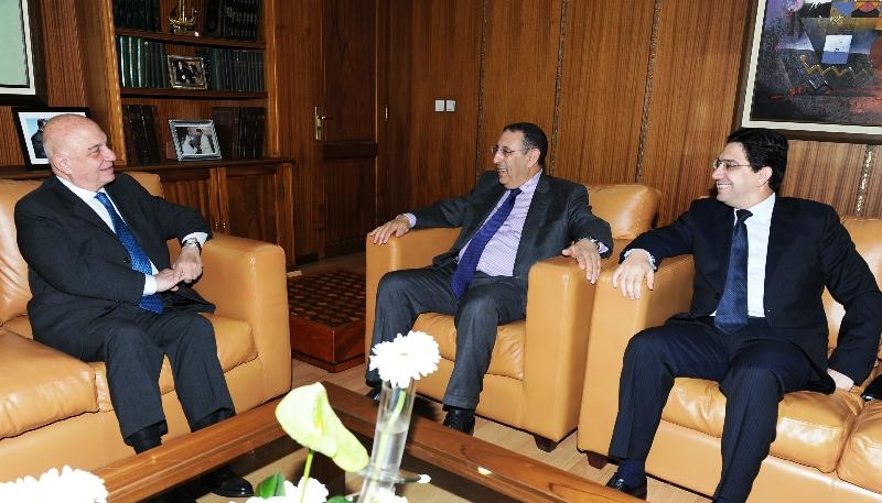 M. Youssef Amrani  avec le Secrétaire Général du Ministère grec des Affaires Etrangères, M. Ioannis-Alexios Zepos.