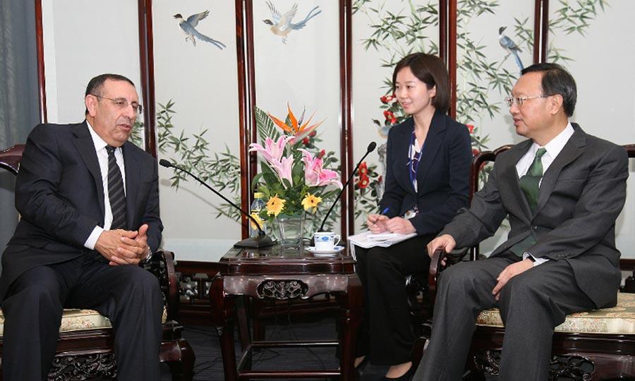 M. Amrani s'entretient avec le Chef de la diplomatie chinoise, Yang Jiechi.